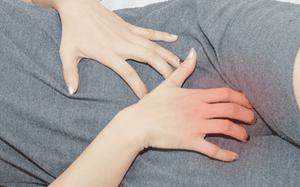 Шелушение кожи в паху у женщин: фото, причины, возможные болезни