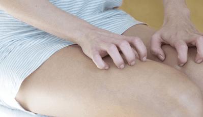 Шелушение кожи на лобке у женщин: после бритья, шугаринга или нового белья